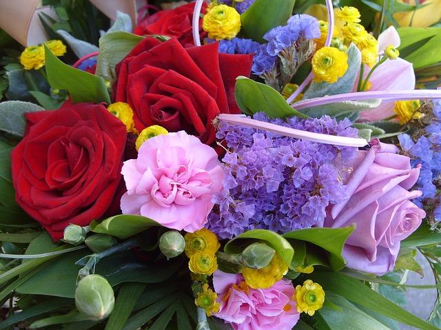 Ben noto Inviare fiori a distanza: ecco come fare GO44