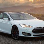 """Tesla progetta le auto a prova di """"morte"""""""